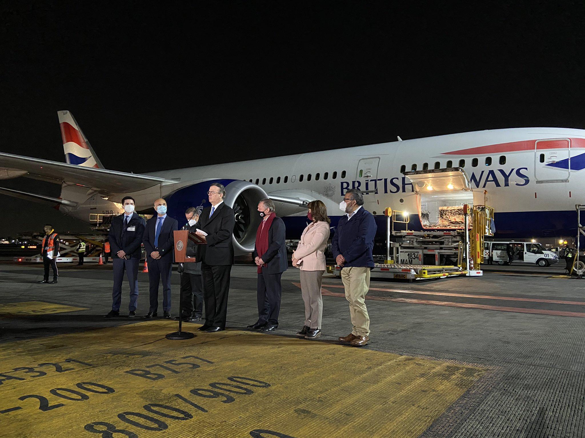 Aterriza en México cargamento con 200 mil vacunas Sputnik V