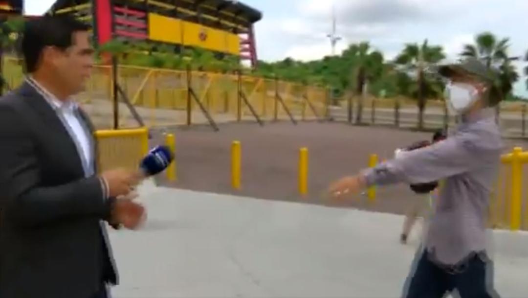 Video: Asaltan a reportero durante transmisión en vivo