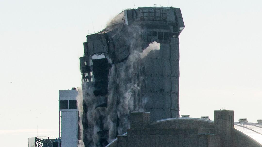 El antiguo hotel y casino Trump Plaza fue derrumbado con dinamita en Atlantic City, Nueva Jersey (Getty Images)