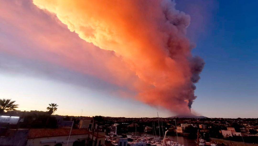 Catania y sus alrededores amanecen cubiertos de ceniza tras erupción del Etna