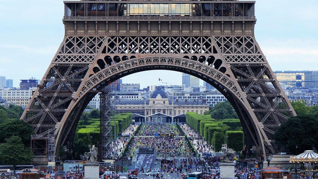 En Francia fue detenida una orgía de 100 personas porque violaba las normas de COVID-19, serán multados