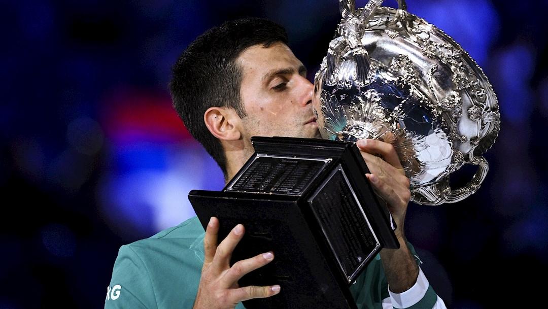Djokovic vence a Medvedev y levanta su noveno Abierto de Australia