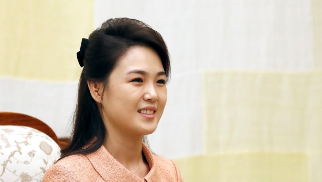 Esposa de Kim Jong Un reaparece después de un año en conmemoración de cumpleaños de Kim Jong Il