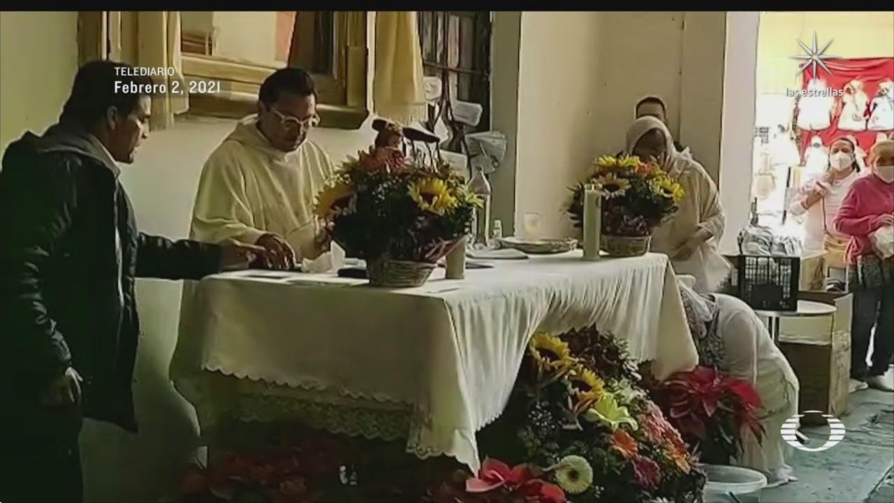 falso sacerdote oficio misa en el centro historico