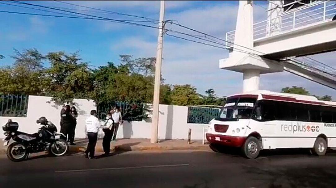 Hombre acuchilla a su pareja en un camión en Sinaloa