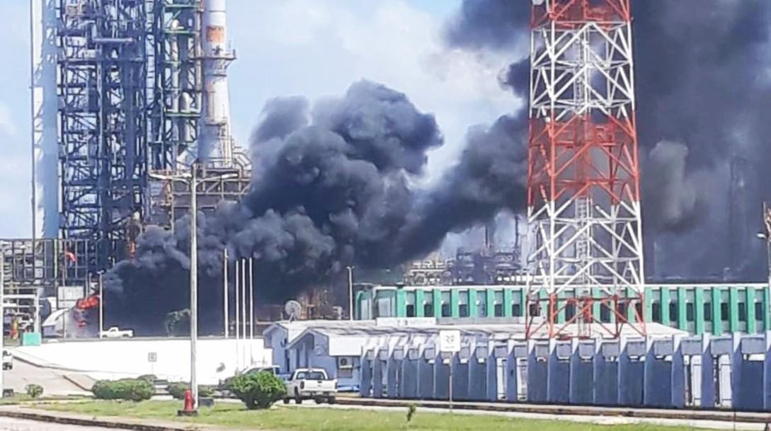 Incendio en el complejo petroquímico _La Cangrejera_, en Coatzacoalcos