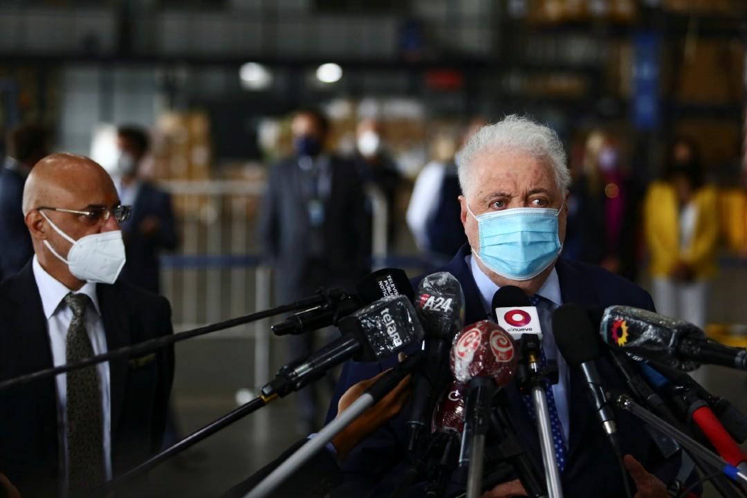 Ministro-de-Salud-argentino-renuncia-por-escándalo-de-vacuna