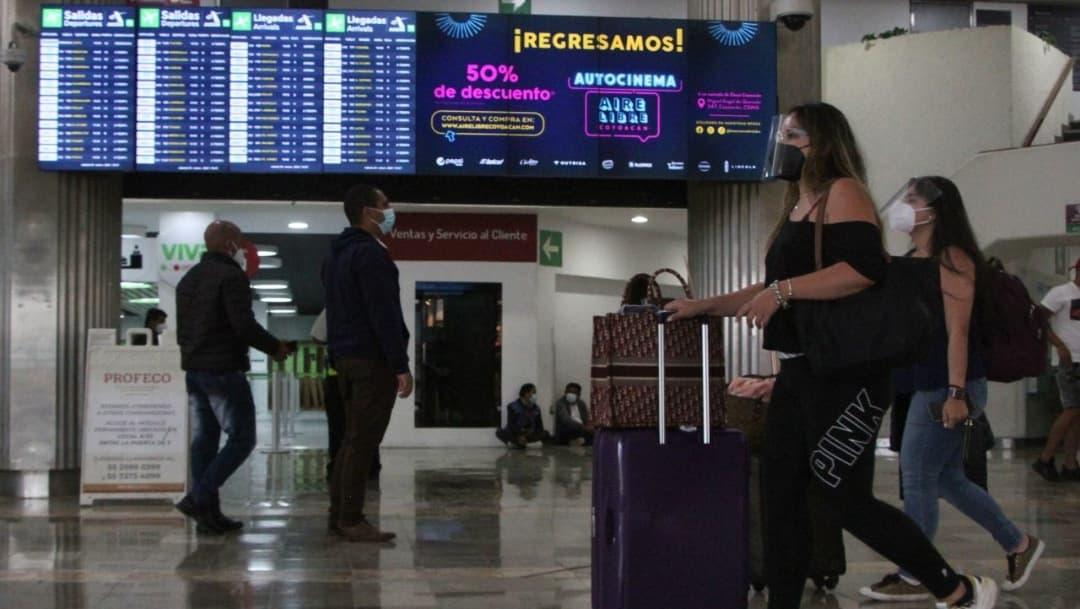 Pasajeros denuncian que perdieron sus vuelos por omisiones de aerolíneas sobre pruebas PCR