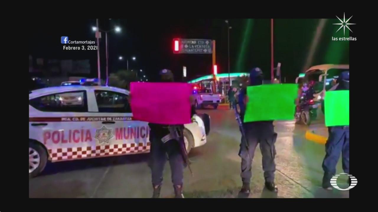 policias se manifiestan exigiendo que la poblacion se quede en casa