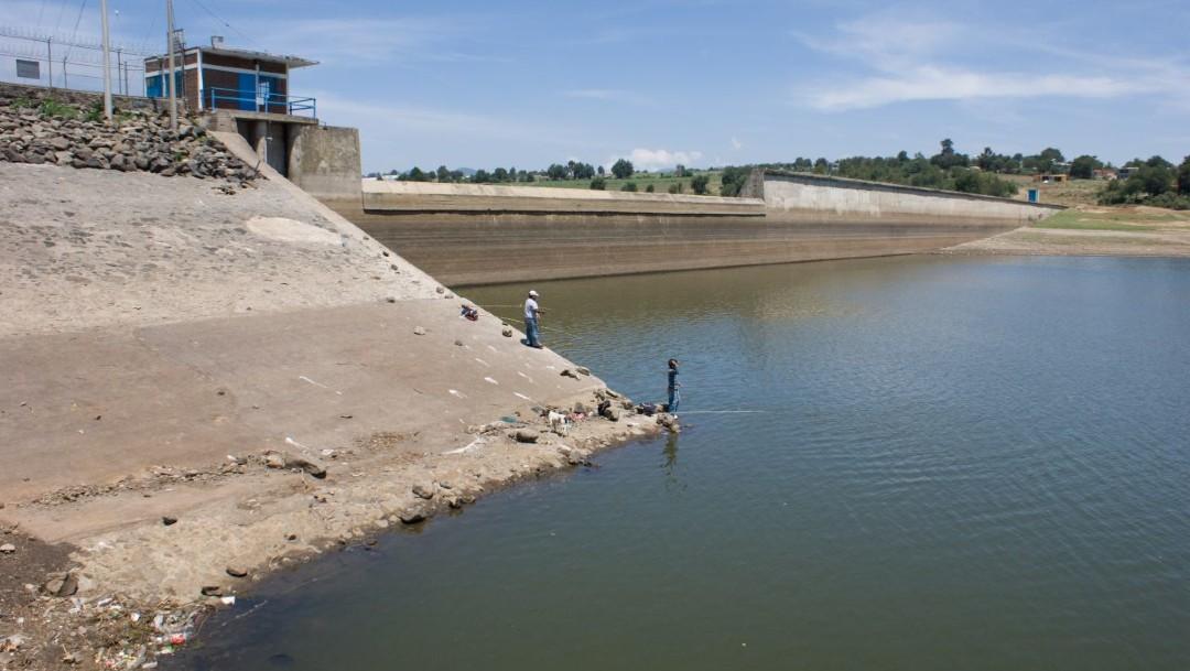 Presas que abastecen al Sistema Cutzamala presentan bajos niveles de agua