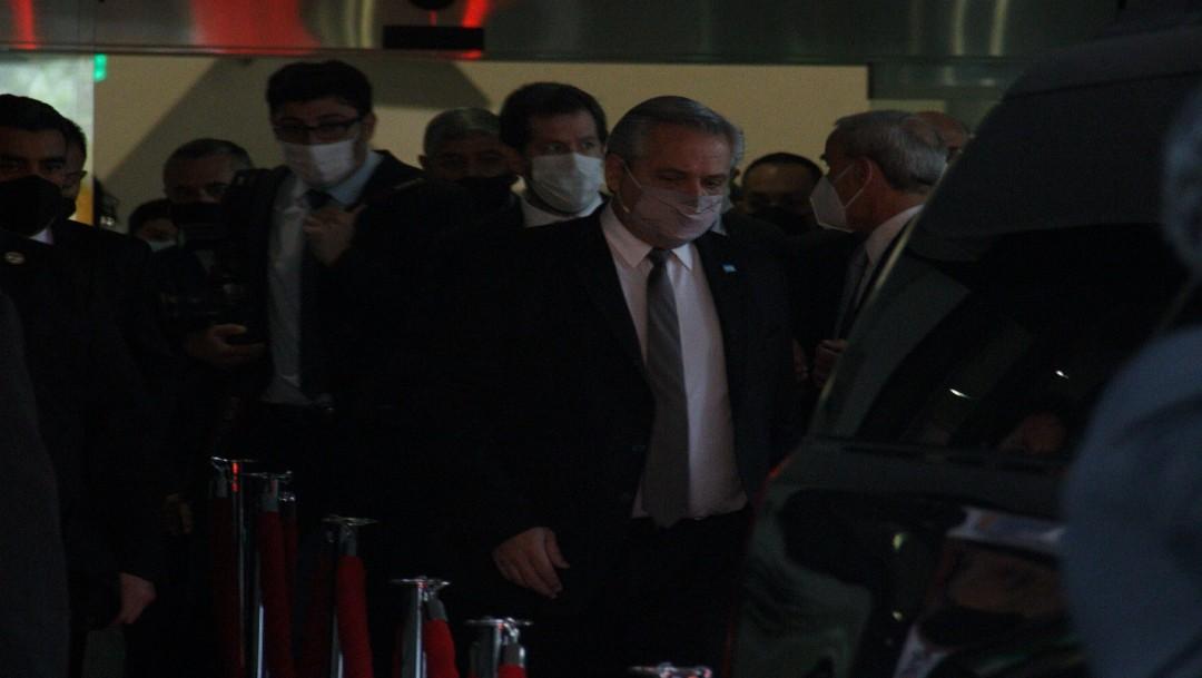 El presidente de Argentina se reúne con intelectuales durante visita a México