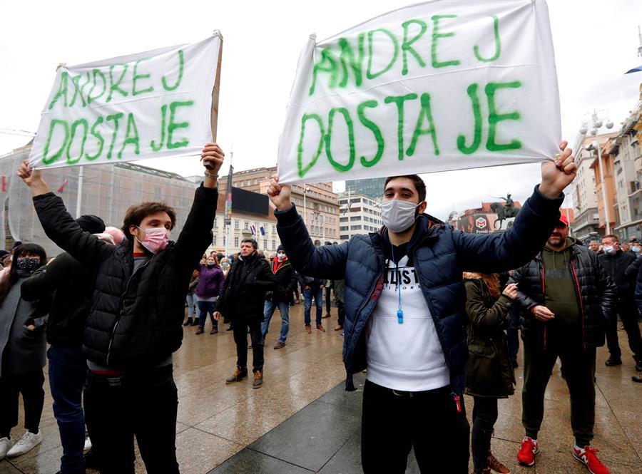 Miles-protestan-en-Croacia-contra-restricciones-COVID-19