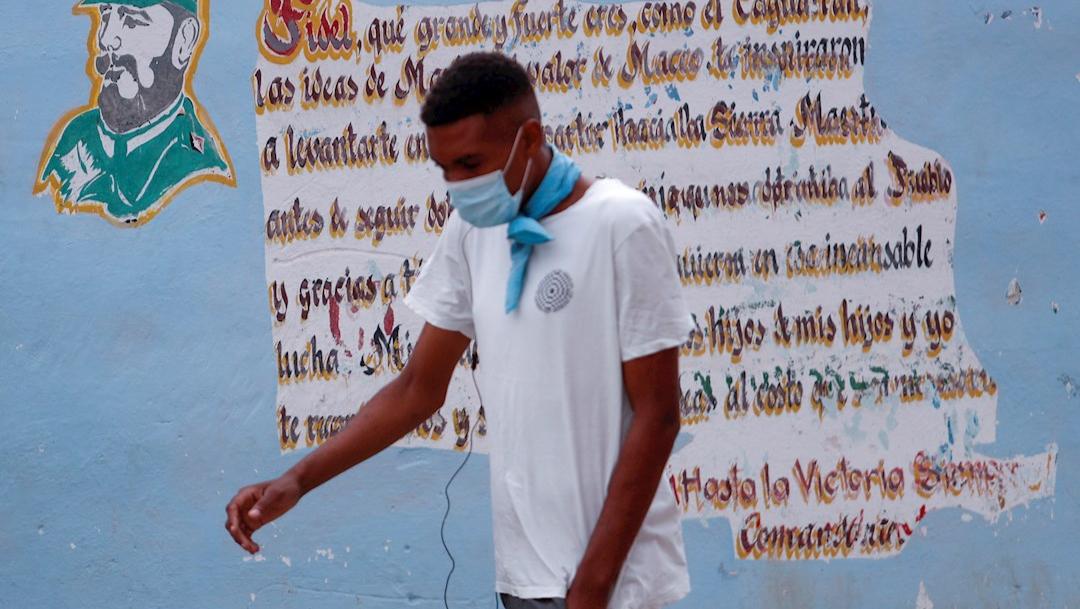 Cuba ofrece vacunar contra COVID-19 a turistas