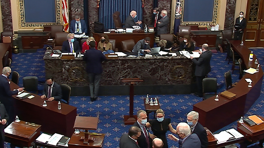 Senado de Estados Unidos vota a favor de citar a testigos en juicio contra Donald Trump