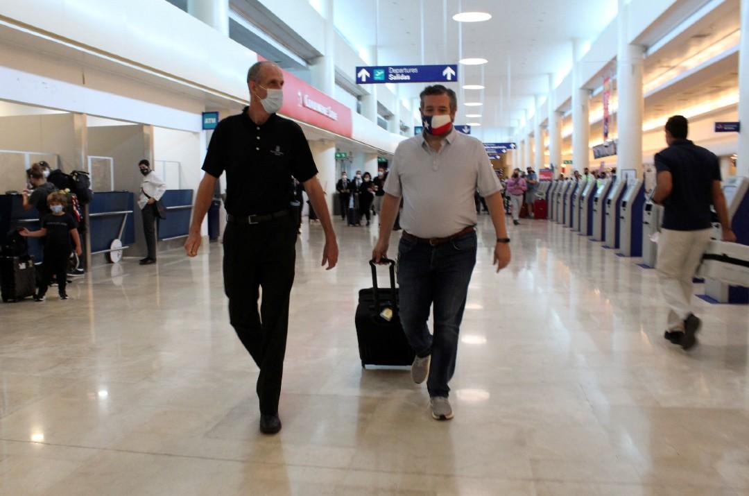 Critican-a-Ted-Cruz-por-viajar-a-Cancún-en-tormenta-invernal