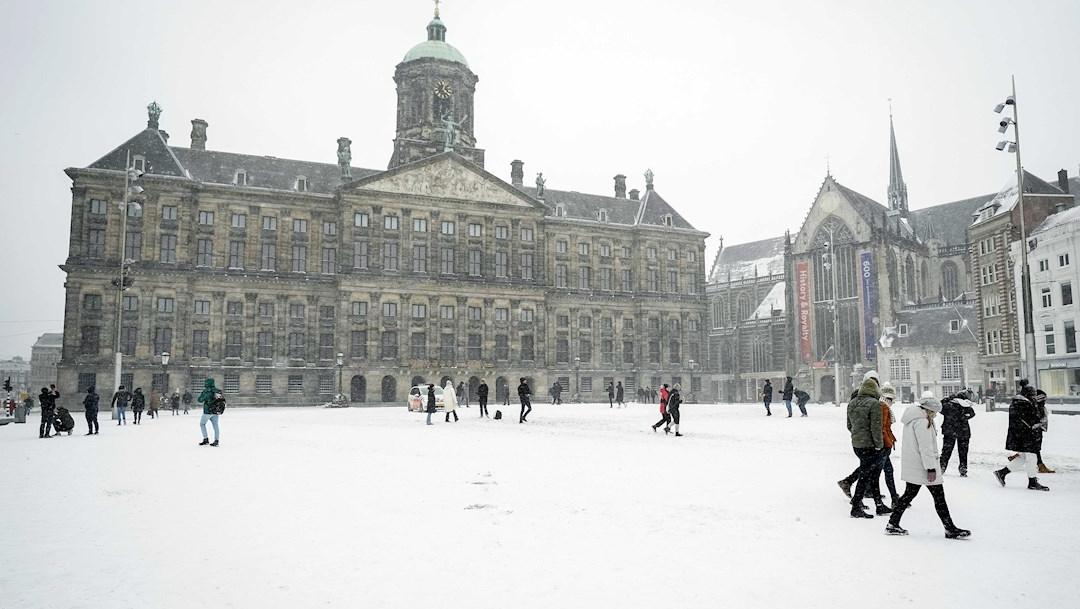 Tormenta de nieve paraliza los Países Bajos