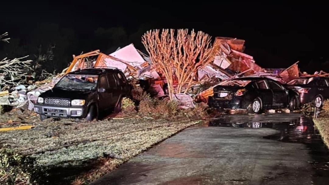 Daños por un tornado en Carolina del Norte, Estados Unidos (Twitter @RobWayTV)