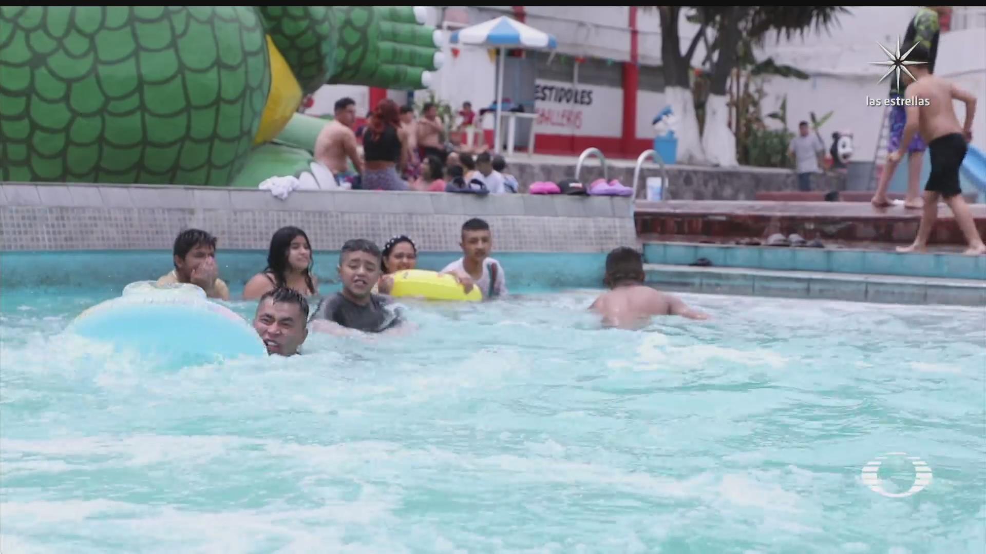 capitalinos vacacionan en balneario de iztapalapa