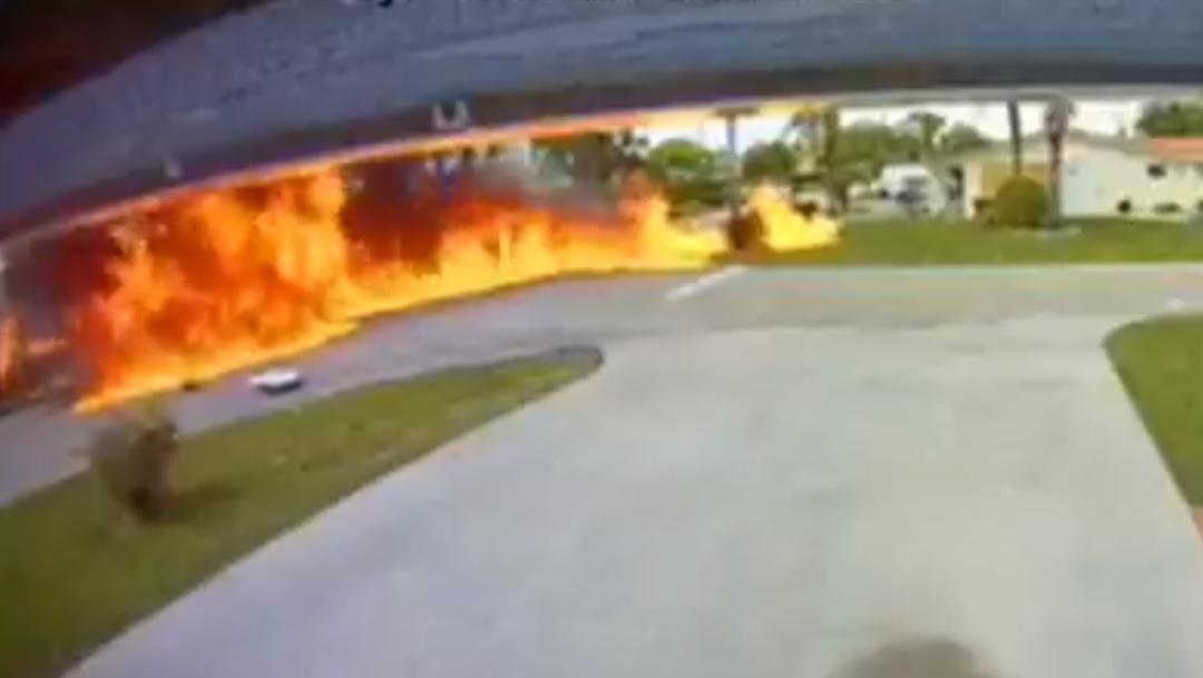 Video: Captan colisión entre auto y avioneta en Florida