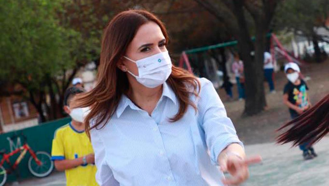 Candidata Clara Luz Flores a gobernar Nuevo León propone metro gratis los domingos