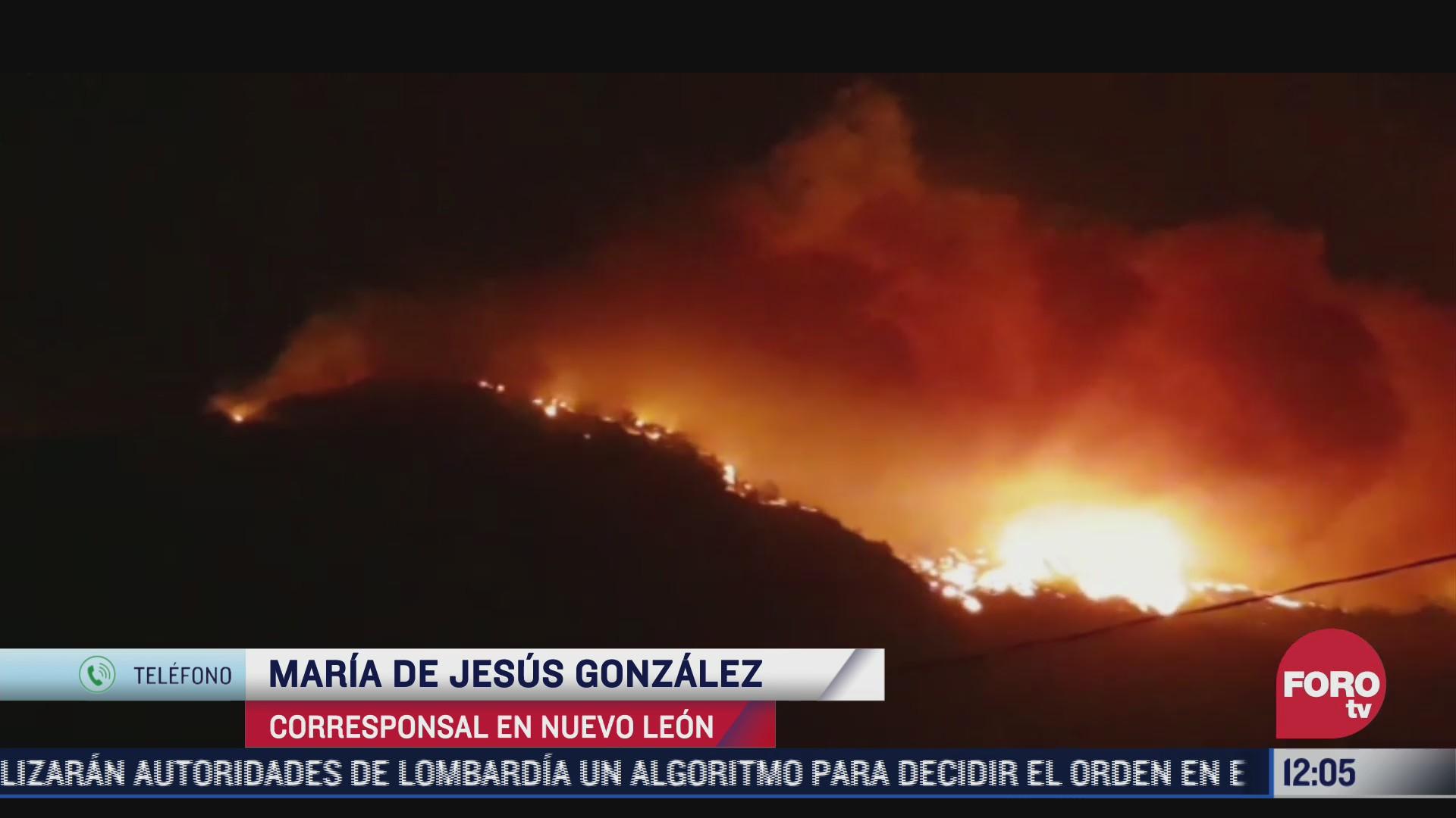 el fuego extiende incendio forestal en nuevo leon