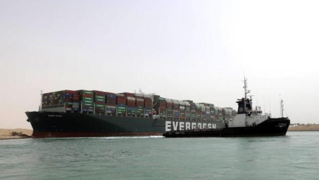Encallamiento de buque en el Canal de Suez