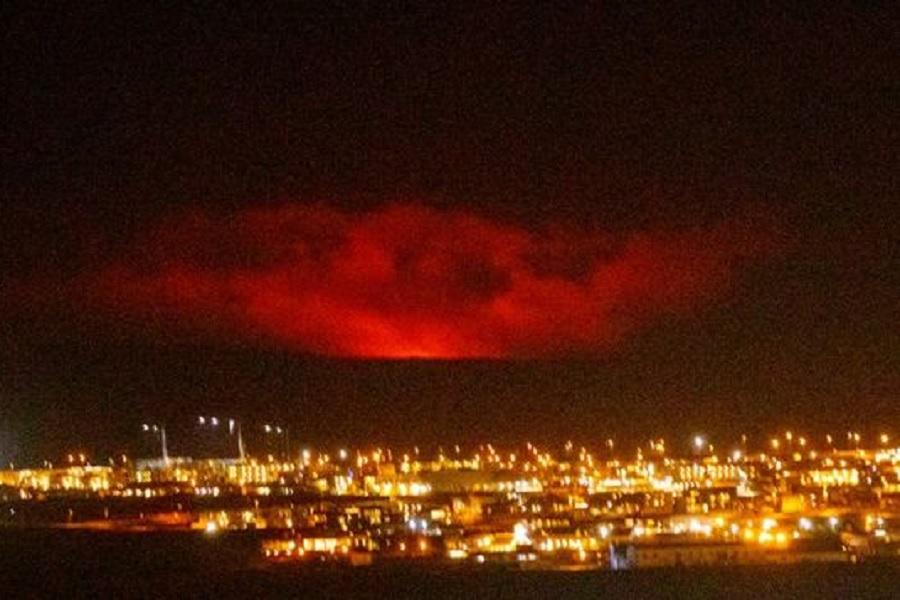 Reportan-erupción-volcánica-cerca-de-Islandia