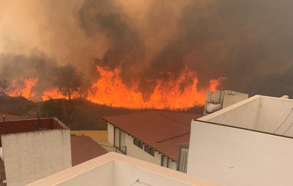 Se reaviva incendio en reserva ecológica de Fuentes del Pedregal