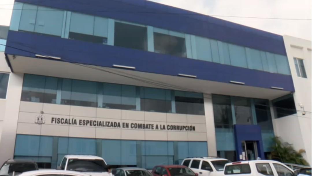 Liberan en Jalisco a los cinco funcionarios que metieron a familiares en fila de la vacuna