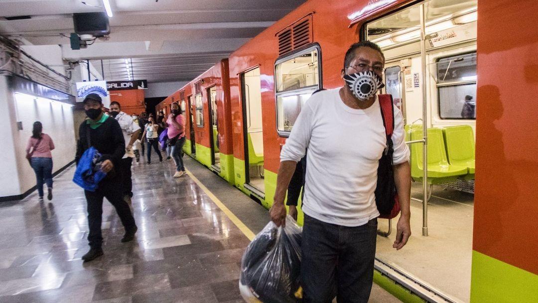 Usuarios del Sistema de Transporte Colectivo Metro, de la CDMX (Cuartoscuro)