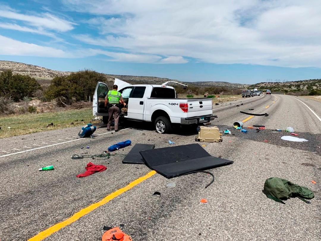 Mueren-8-migrantes-tras-choque-de-camionetas-en-Texas