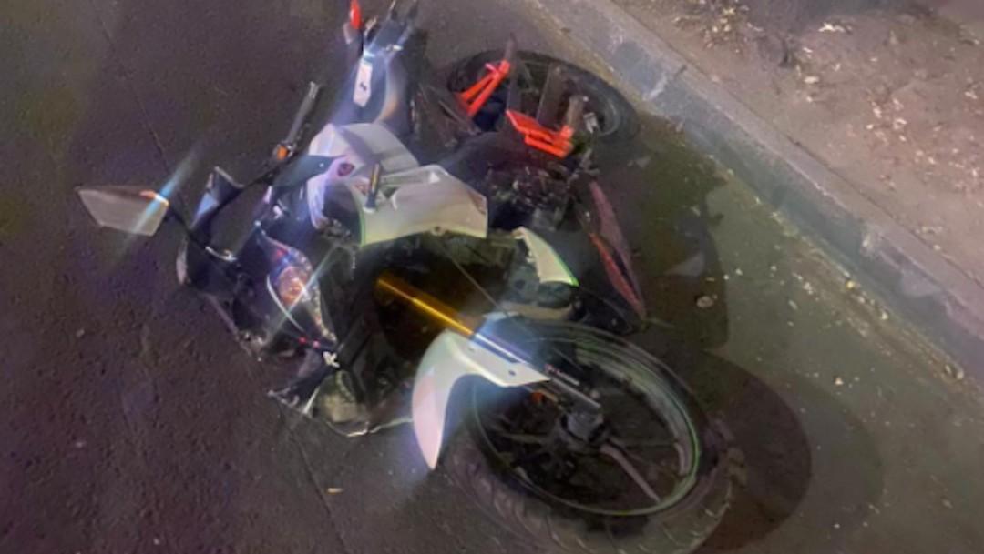 Motocicleta tras derrapar sobre Antigua Calzada de Guadalupe (Twitter: @Romeo_C21)