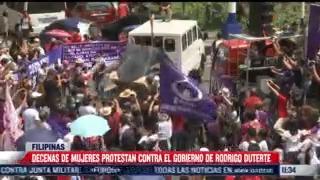 mujeres protestan contra el gobierno de rodrigo duterte en filipinas