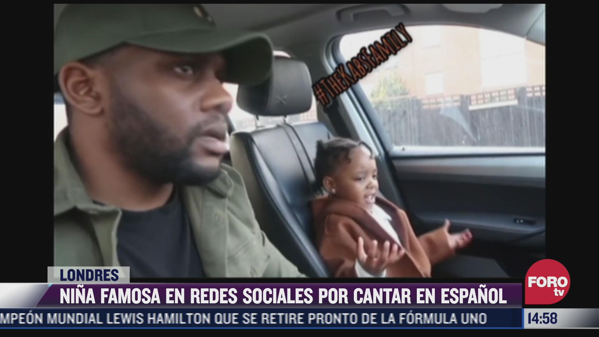 nina britanica se hace viral por cantar en espanol