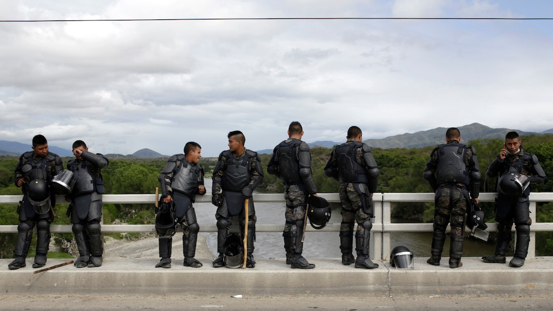 Autoridades refuerzan vigilancia en el puente de Rio Hondo, Zacapa, Guatemala (Getty Images)