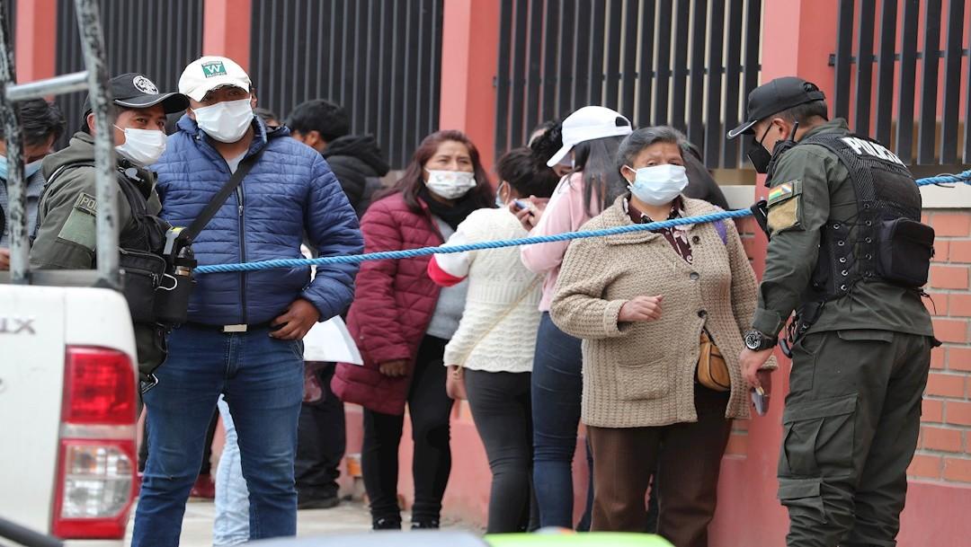 Suman siete universitarios muertos en Bolivia tras caer de cuarto piso