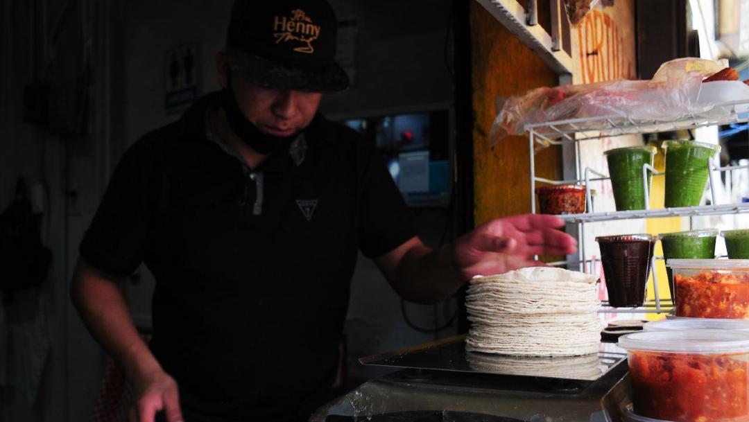 AMLO busca mantener 'bajo' el precio de la tortilla ante alza internacional del maíz. (Foto: Cuartoscuro)