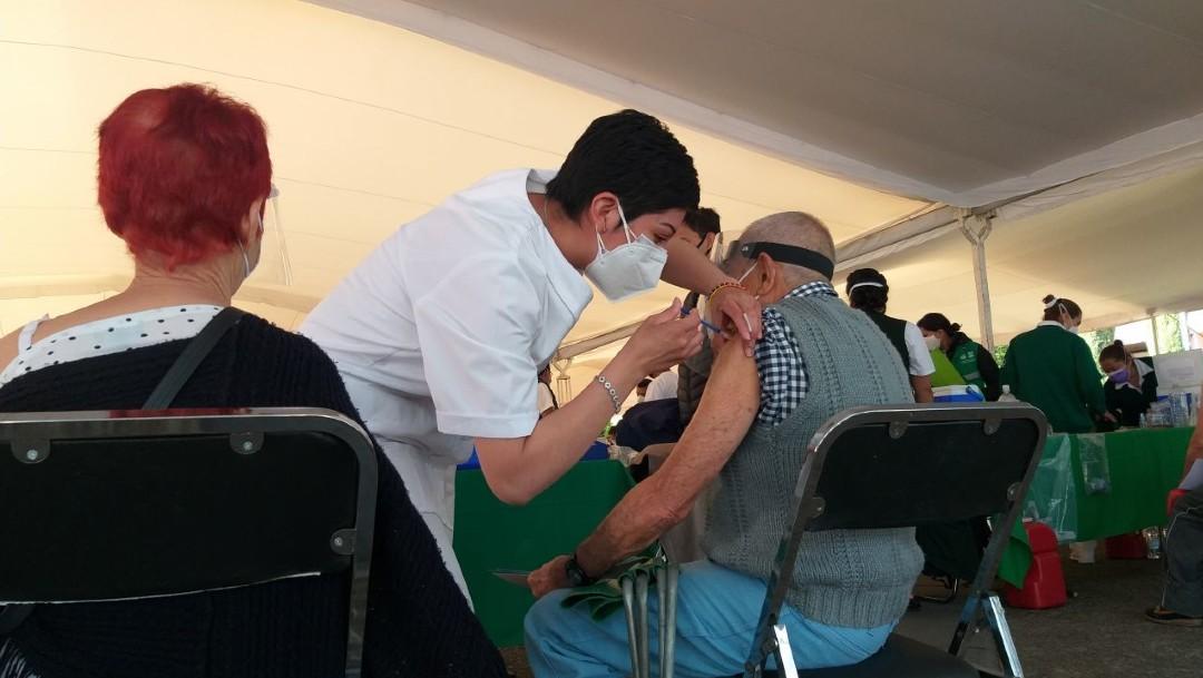 Vacuna contra el COVID-19 a adultos mayores
