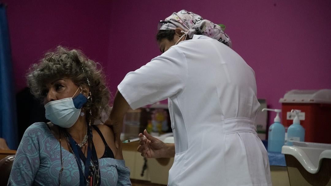Personal de Salud aplica vacunas contra COVID-19 en Venezuela (Getty Images)