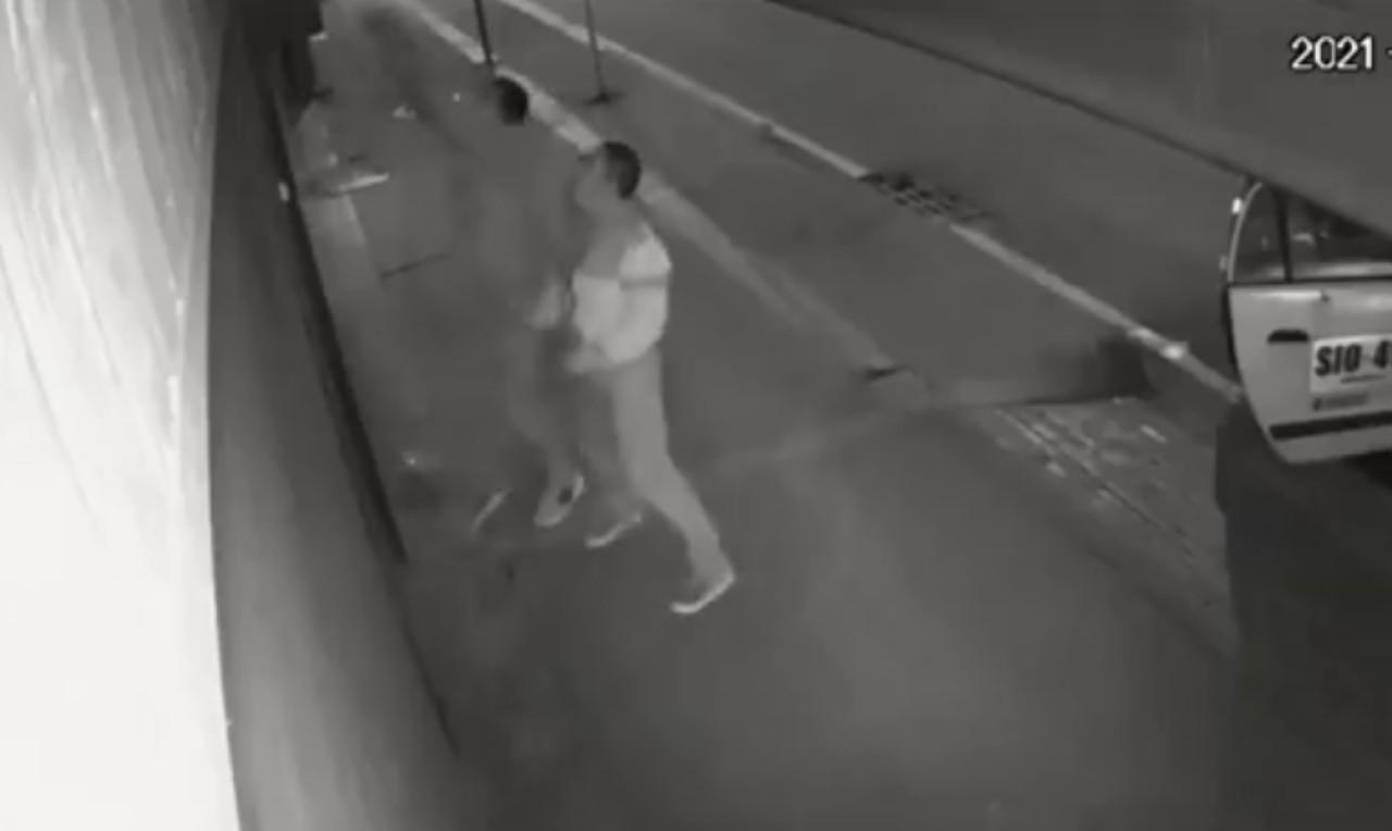 Ladrón cae desde segundo piso; se lo llevan inconsciente