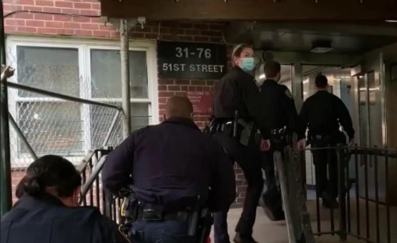"""""""No me dejaban dormir"""": Acusan a mujer de matar a sus hijos en Queens Nueva York"""