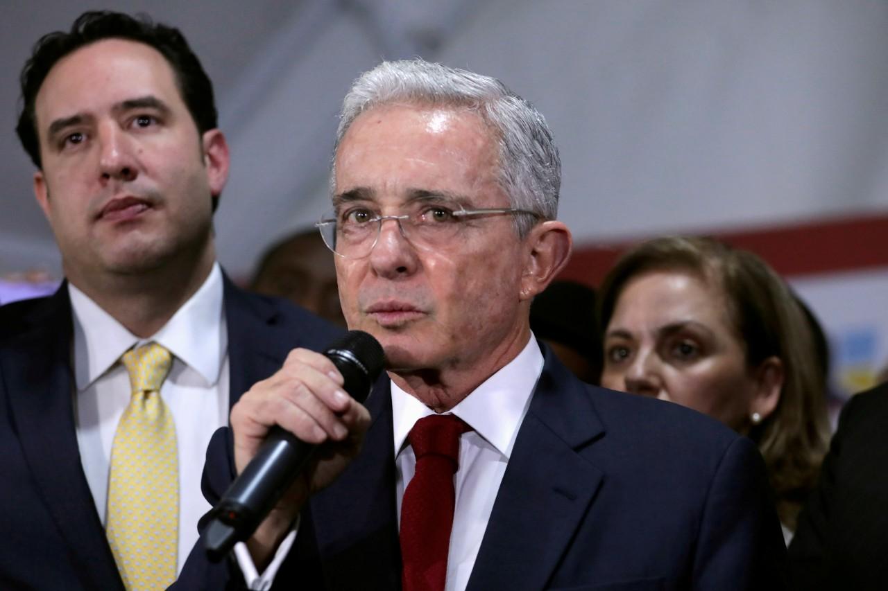 Twitter-oculta-tuit-del-Álvaro-Uribe-por-incitar-a-la-violencia