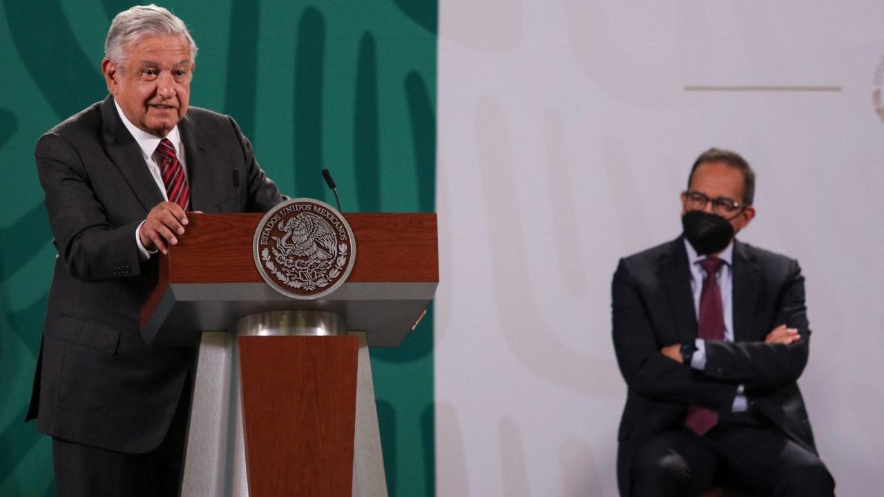 Andrés Manuel López Obrador y Carlos Salazar Lomeli, presidente del CCE durante la conferencia matutina