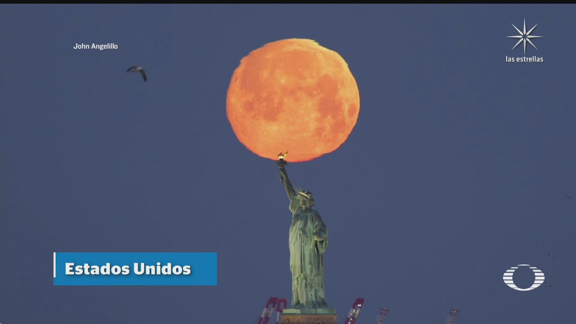 asi se vio la luna rosa