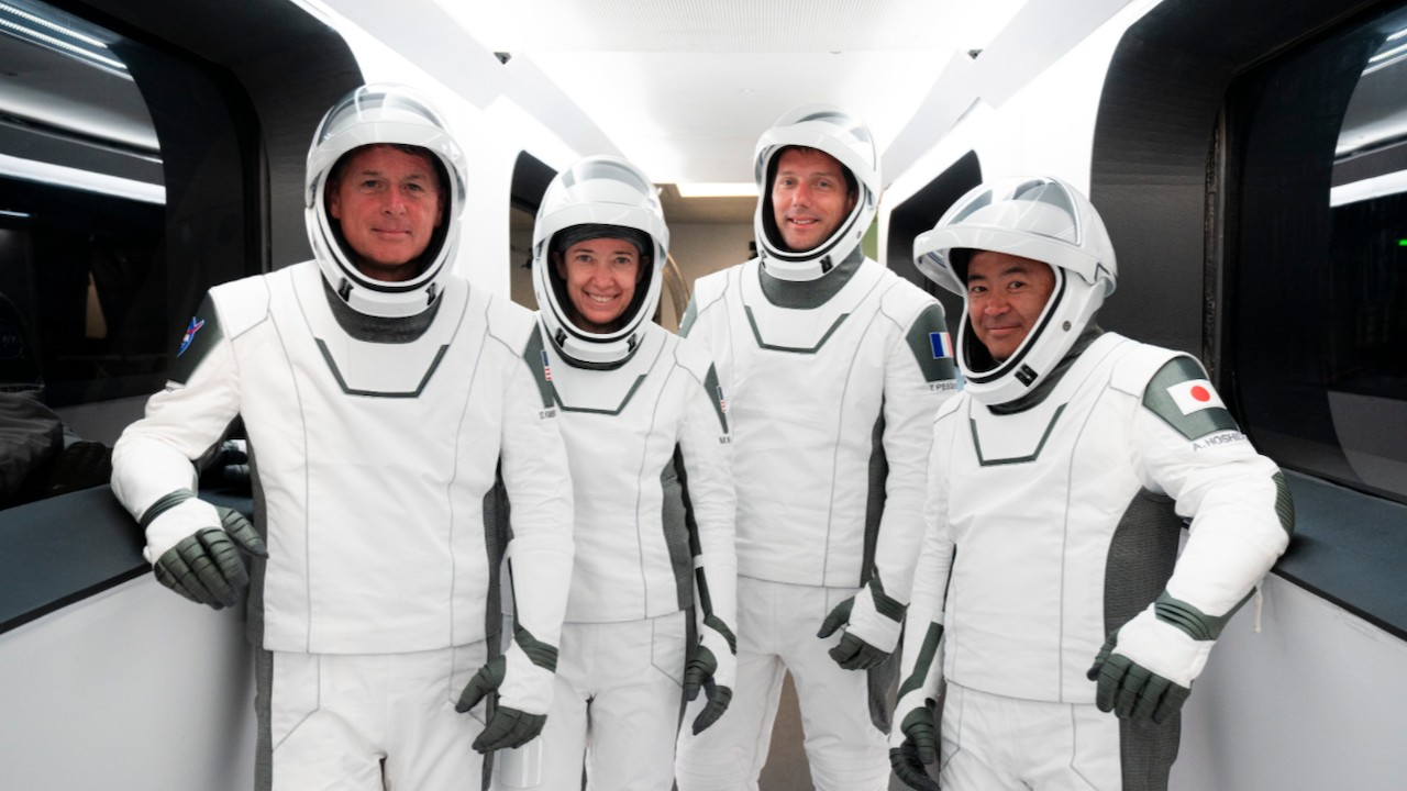 Los cuatro astronautas Crew-2 (Twitter: @SpaceX)