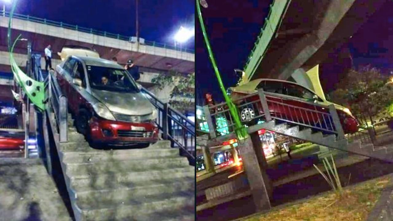 Conductor intenta cruzar con su vehículo un puente peatonal