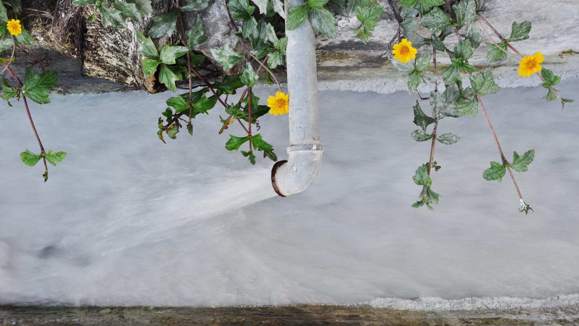 Balsa de aguas residuales en Florida amenaza con inundación catastrófica