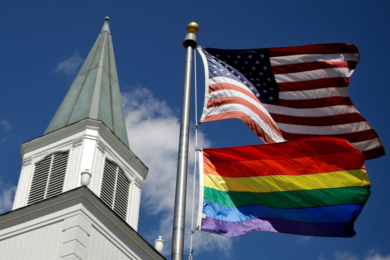 EEUU-autoriza-a-sus-embajadas-a-enarbolar-bandera-LGBT