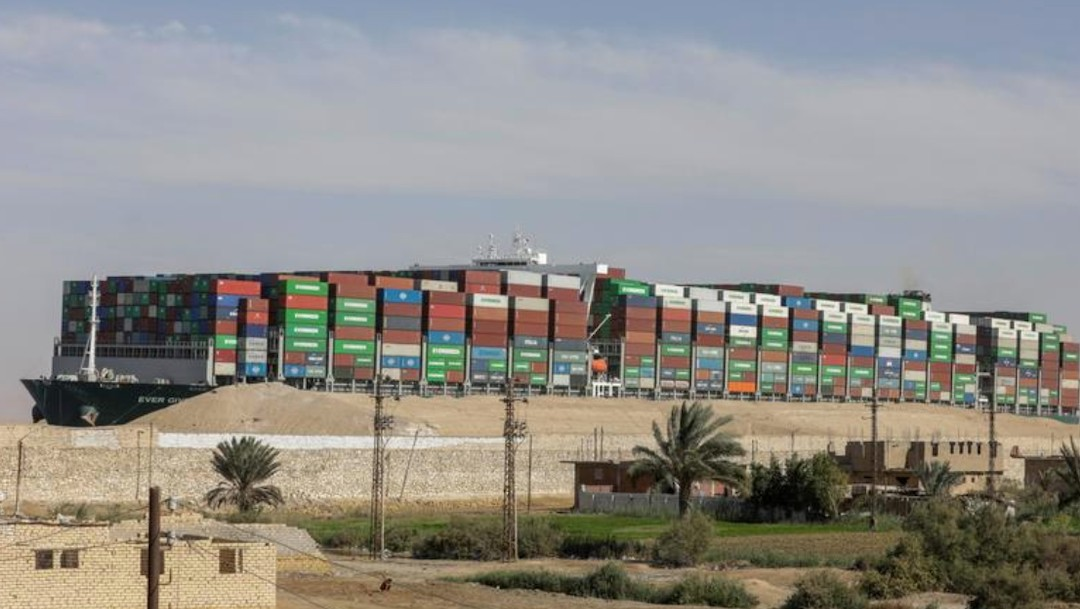 Se pone fin al rezago de embarcaciones por un bloqueo en el Canal de Suez (Reuters)