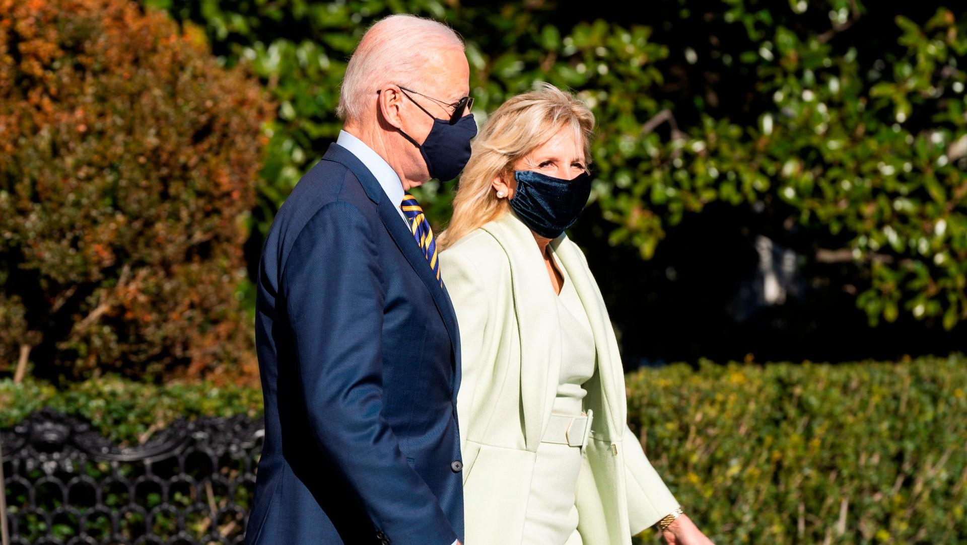 Biden y su Jill invitan a vacunarse contra el COVID-19 en su saludo de Pascuas